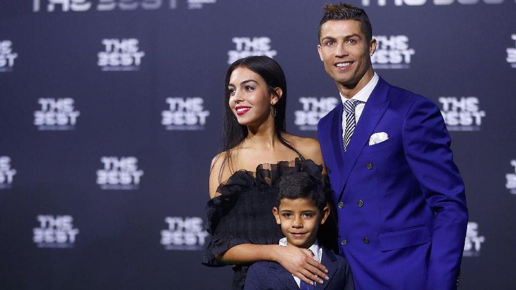 Cristiano Ronaldo Dikabarkan Akan Punya Anak Kembar