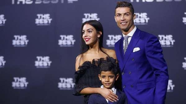 Ronaldo Tunggu Kelahiran Anak Keempat
