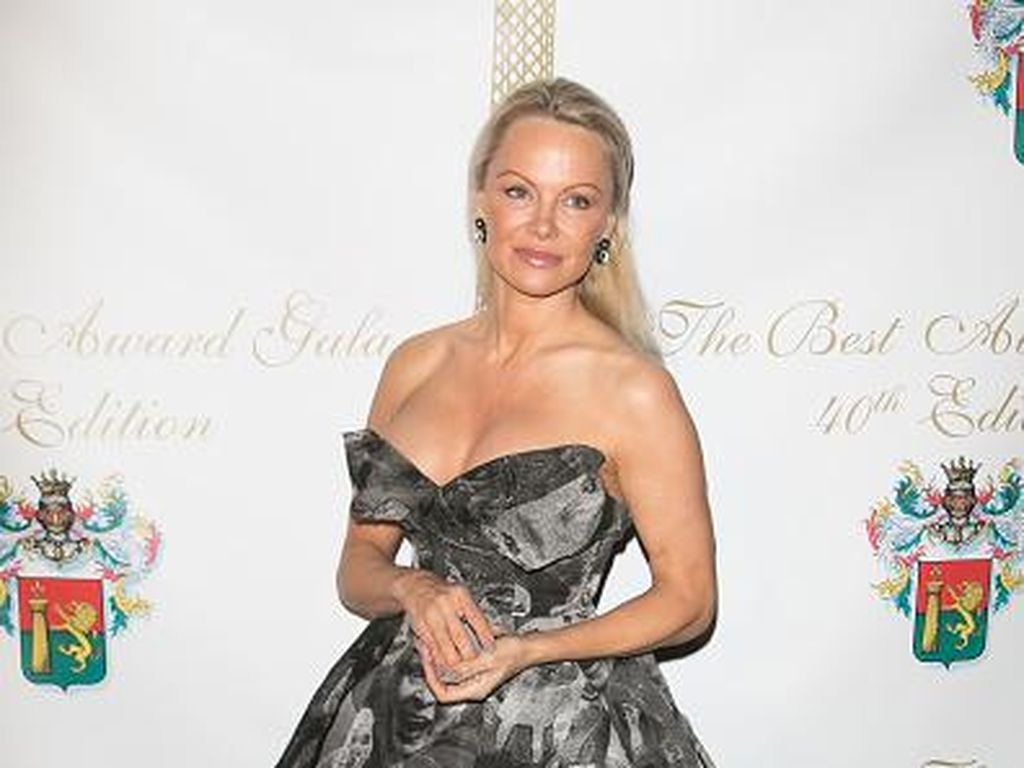 Lima Kali Gagal Nikah, Pamela Anderson: Aku Tak Akan Pernah Menyerah