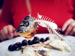 Mengatasi Duri Ikan yang Nyangkut di Kerongkongan Anak