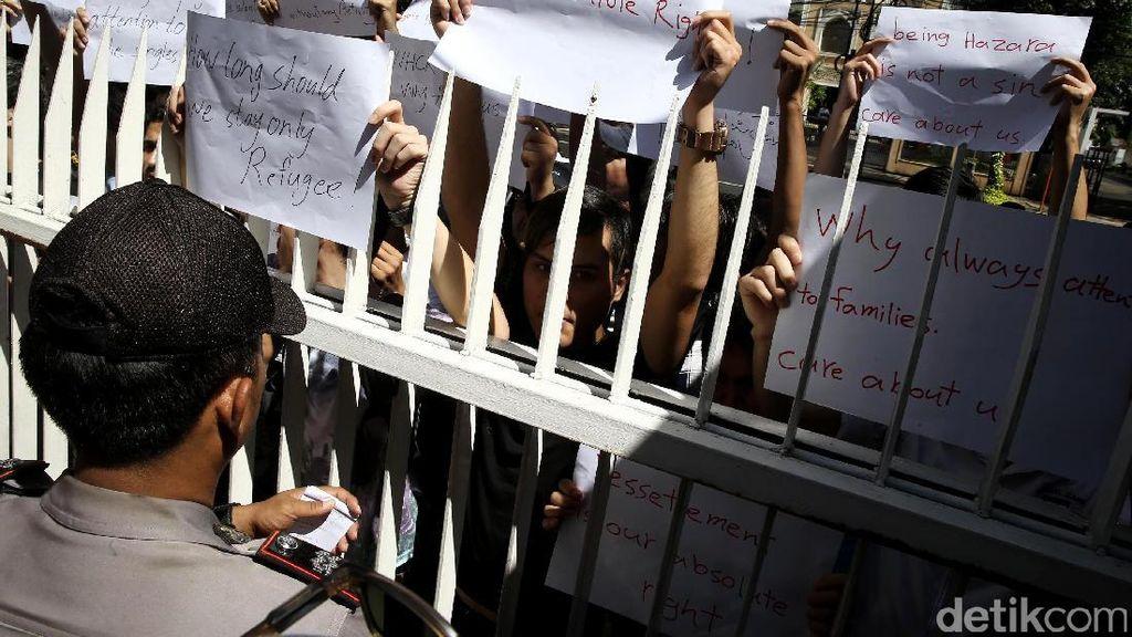 Pencari Suaka Demo di Kantor UNHCR