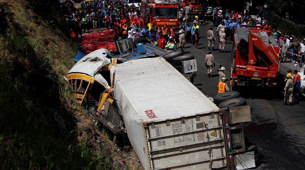 Bus vs Truk di Honduras, 16 Orang Tewas