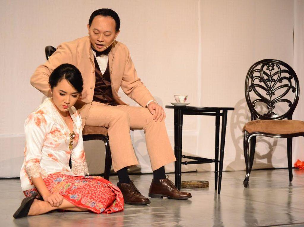 Bunga Roos dari Tjikembang Diadaptasi dari Sastra Melayu Tionghoa