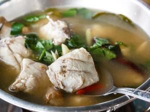Slurp! Siang Ini Enaknya Bikin Sup Ikan yang Gurih Hangat