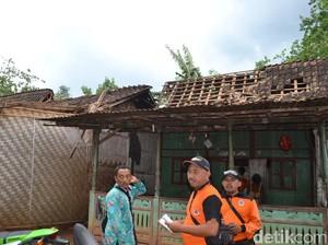 Puting Beliung, 11 Rumah dan Satu Sekolah di Situbondo Rusak
