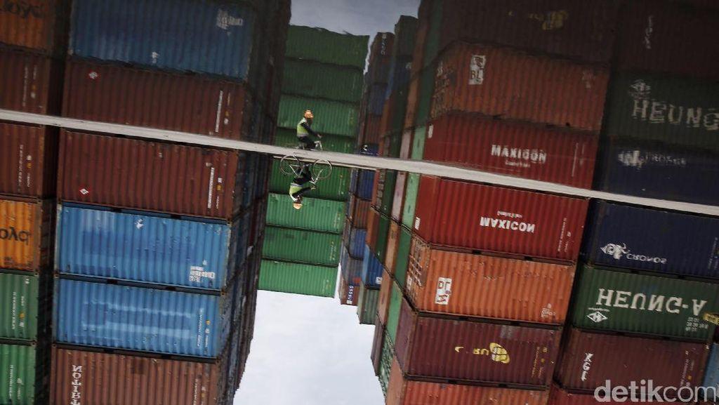 Melihat Aktivitas Nusantara Pelabuhan Handal