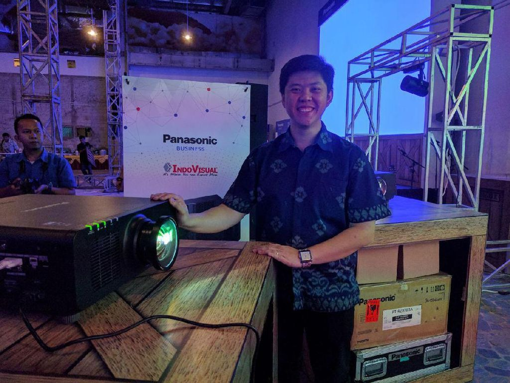 Panasonic Rilis Proyektor Harga Selangit