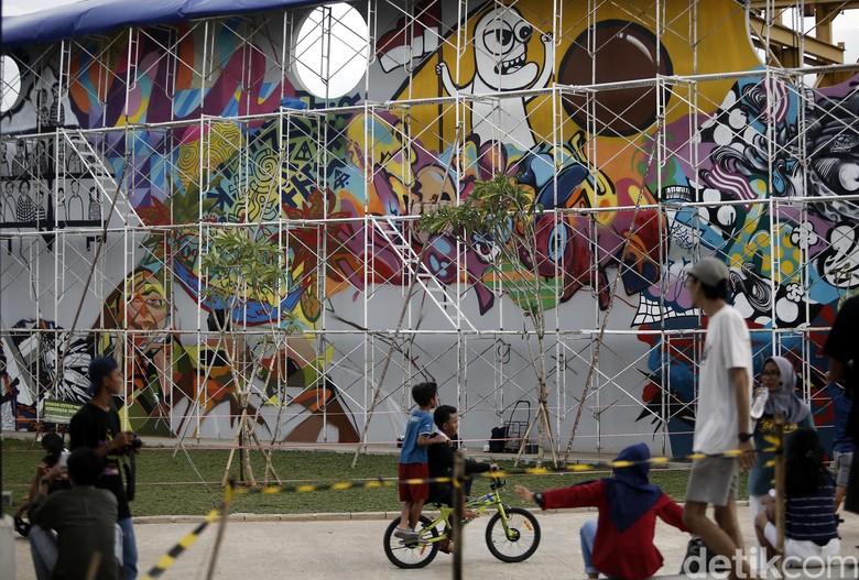 Tak hanya grafiti kawasan kalijodo juga dipercantik karya for Mural kalijodo