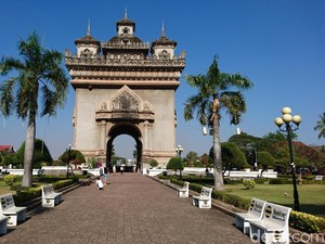 Menjelajah Kota Vientiane dalam Sehari, Bisa Kok!