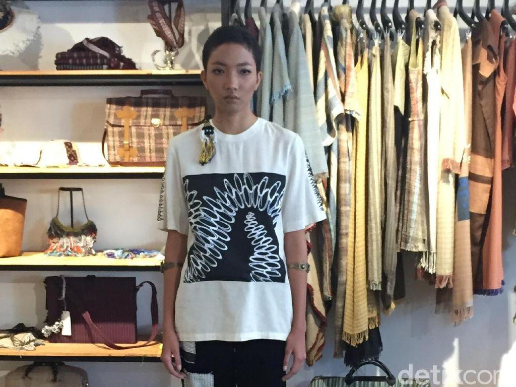 Lekat Kenalkan Kain Baduy di London Fashion Week