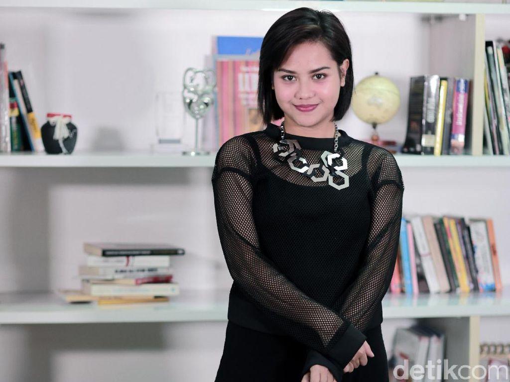 Halusinasi Mytha Lestari Sebagai Queen of Galau Indonesia
