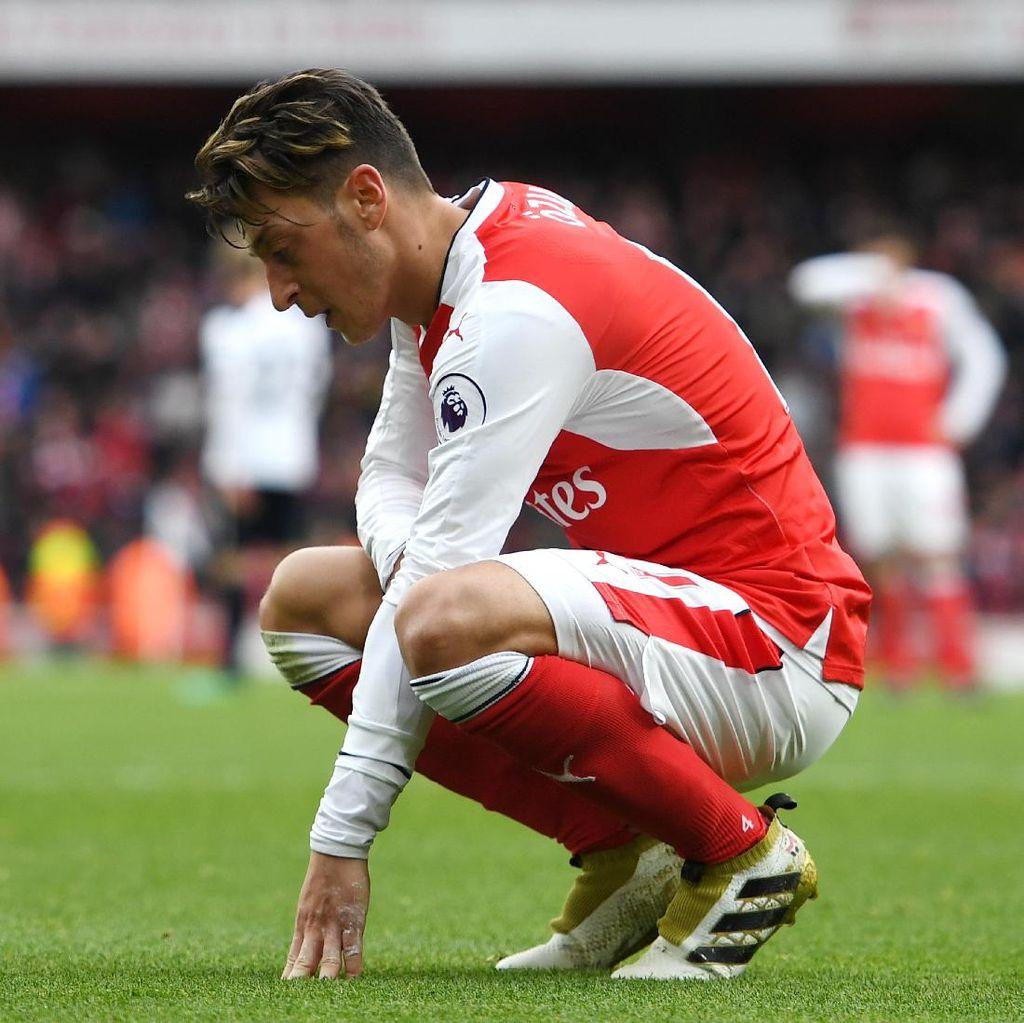 Oezil Merasa Dijadikan Kambing Hitam atas Laju Buruk Arsenal