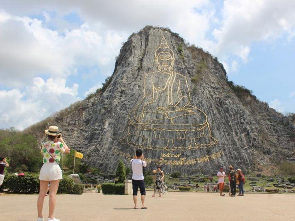 Thailand Punya Tebing dengan Gambar Buddha Raksasa