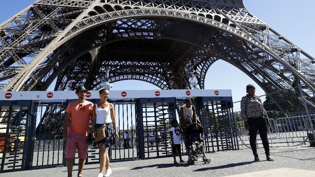 Eiffel Akan Dipasangi Dinding Kaca Antipeluru Setinggi 2,5 Meter