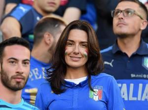 Conte Akan Ajak Makan Malam Istri untuk Bayar Dosa Kecil