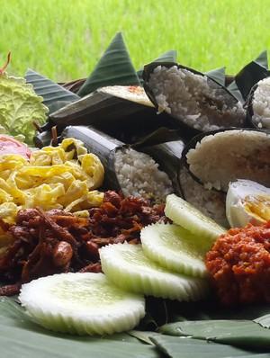 Sebelum Daki Gunung Ijen, Isi Tenaga Dulu Pakai Nasi Lemeng Banyuwangi