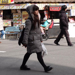 Begini Gaya Muda-mudi Osaka Jalan-jalan di Musim Dingin
