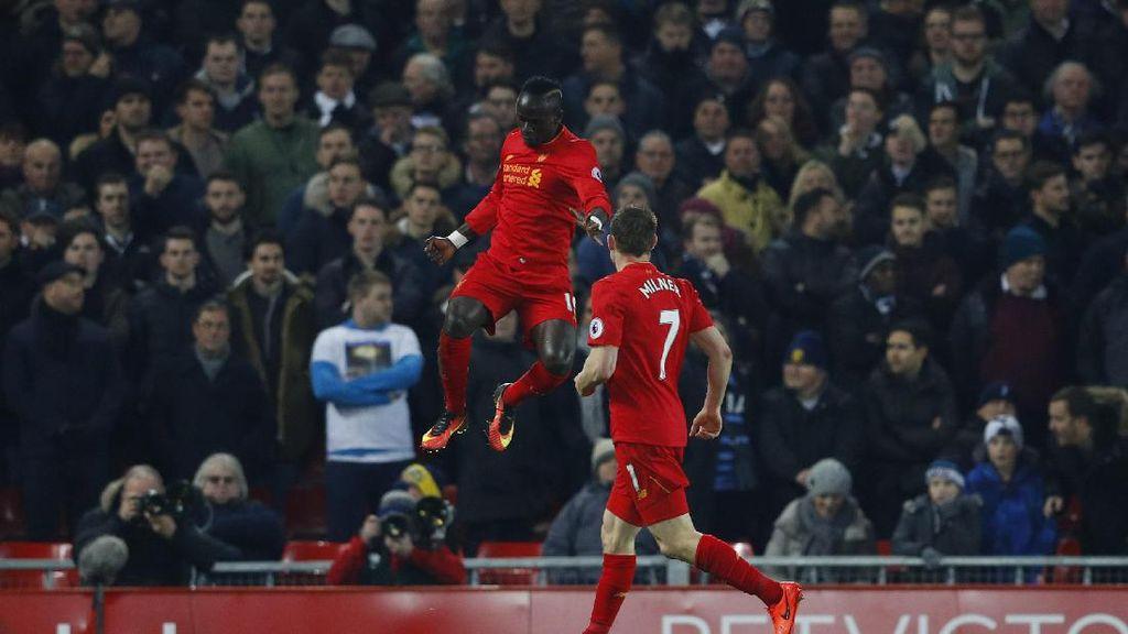 Foto-foto Terbaik Premier League Pekan 25: Chelsea Tersendat, The Reds Mantap