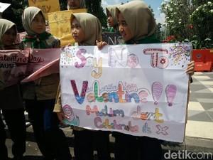 Pelajar di Surabaya Tolak Perayaan Valentine