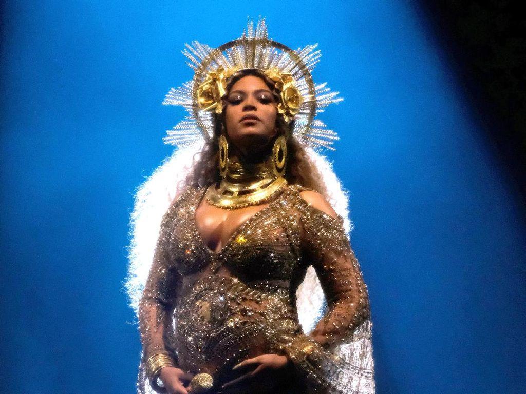 Beyonce Tampil Memukau di Grammys, Jay Z Berkaca-kaca