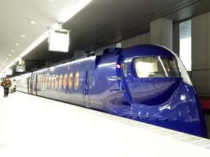 Menilik Isi Kereta Kepala Robot di Osaka