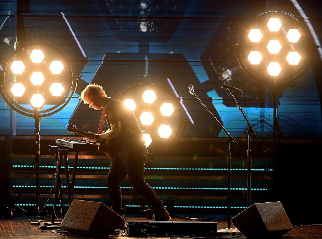 Kata Ed Sheeran Soal Pengakuan Ingin Saingi Adele