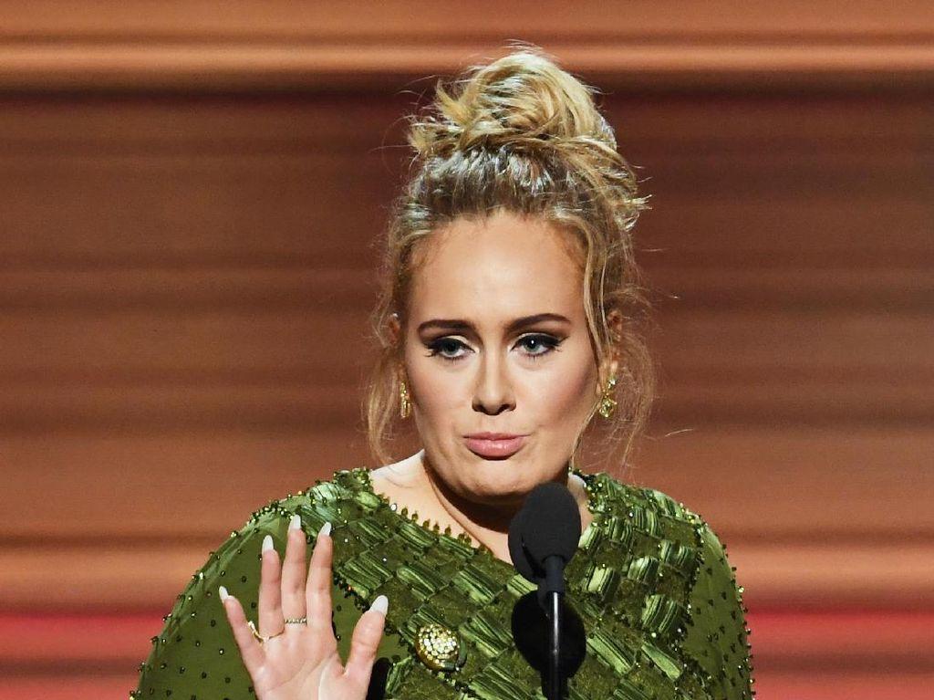 Pita Suara Rusak, Adele Sempat Terpikir Lipsync