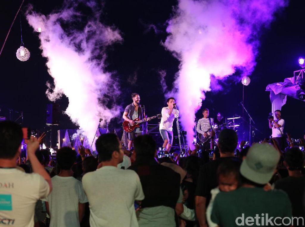 Seru-seruan Bersama NOAH di Sunset Concert Gili Trawangan