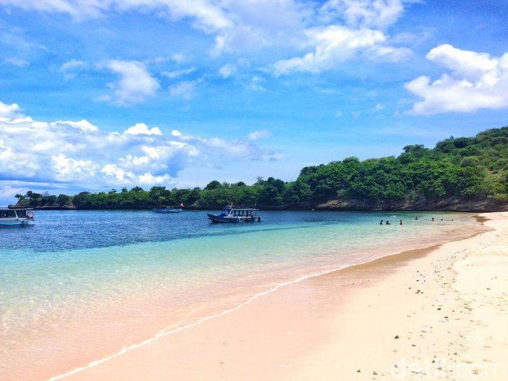 Ini Dia Traveler yang Menang Liburan Gratis ke Pantai Pink Lombok