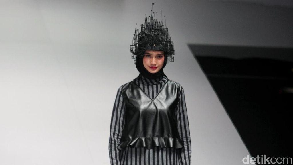 Foto: Koleksi Zaskia Sungkar di Indonesia Fashion Week 2017