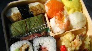 Agar Diet Sukses, 4 Hal Ini Tidak Boleh Dilakukan Saat Makan Siang