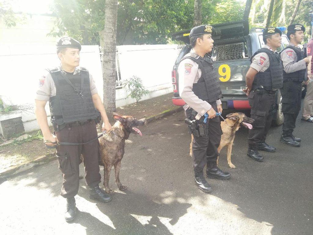 Anjing Belgian dan Dutch Ikut Jaga TPS 103 Tempat Sylvi Nyoblos