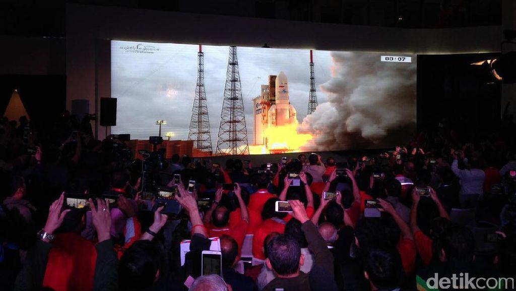 Meriahnya Nobar Siaran Langsung Peluncuran Satelit Telkom 3S