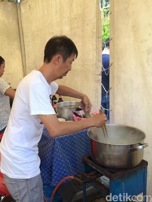 Mi Ayam Gratis untuk Warga yang Mencoblos di Lokasi TPS Ahok