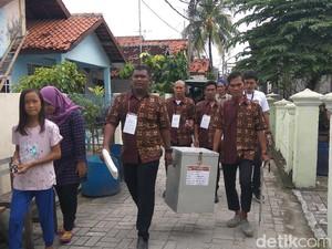 Jemput Bola, Petugas TPS Datangi Pemilih Sakit di Pulau Pramuka