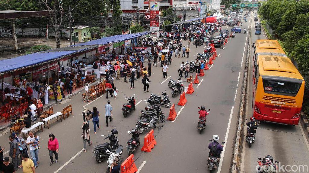 Warga Matraman Mencoblos di Jalan Raya