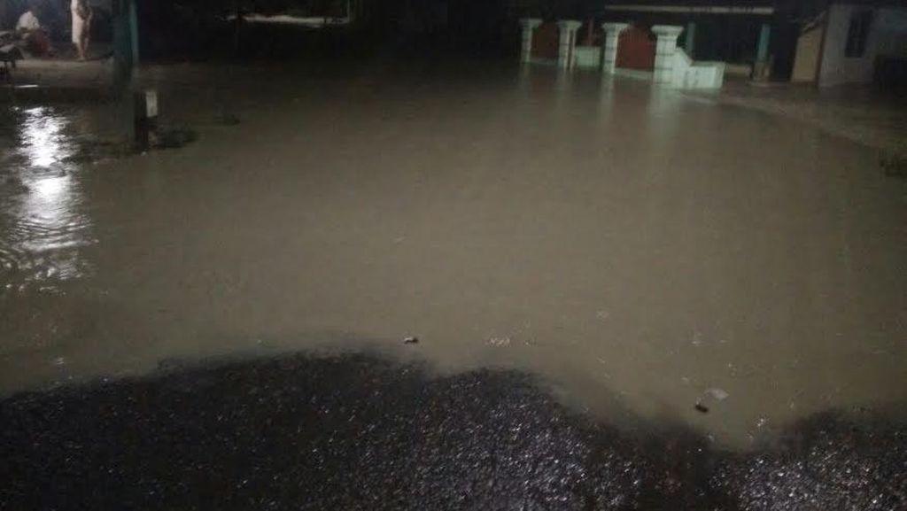 Banjir Bandang Terjang dan Rendam Pemukiman Warga di Bojonegoro
