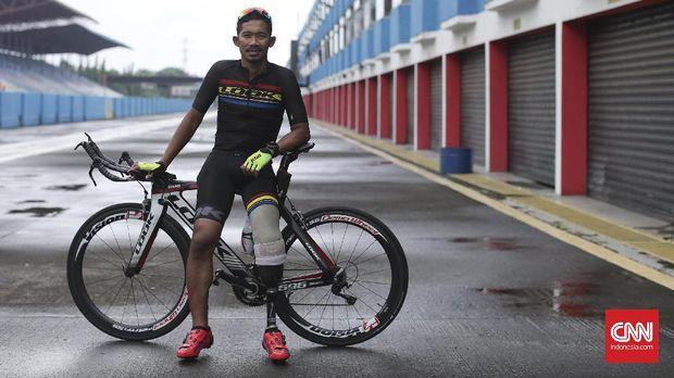 Muhammad Fadli menempa diri jadi atlet para cycling hebat di sirkuit Sentul, tempat ia mengalami kecelakaan dan harus kehilangan kaki kirinya.