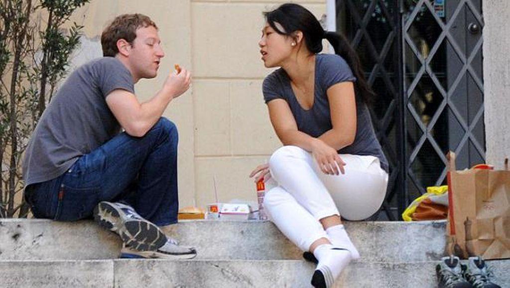 Lika Liku Zuckerberg, Dulu Pahlawan Kini Berperang