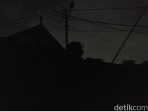 Banjir Surut, Bukit Duri Masih Gelap Gulita