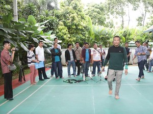 Libur Pilkada, Menpora <i>Ngumpul</i> Bareng Keluarga dan Wartawan