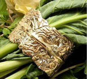 Gelang Berbentuk Sayuran Kale Ini Dijual Rp.18,6 Juta