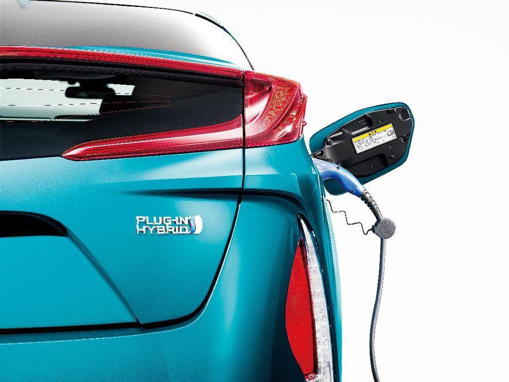 Toyota Prius Jadi Raja Mobil Hybrid Sejagat Raya