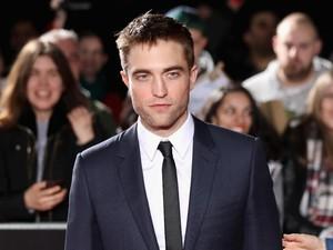 Gara-gara Jual Majalah Porno, Robert Pattinson Dikeluarkan dari Sekolah