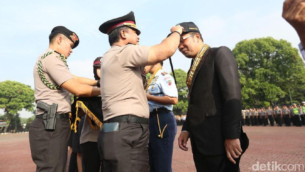 Ridwan Kamil dan Dedi Mulyadi Dapat Penghargaan Honorary Police