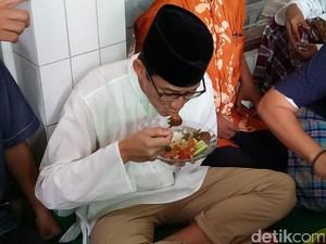 Sambil Makan Jengkol, Sandiaga Bahas OK OCE Bersama Warga