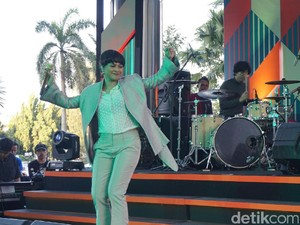 Andien Boyong Anak di Java Jazz on The Move