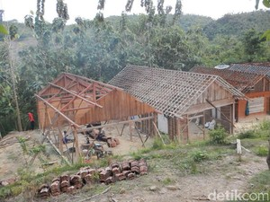 Pemkab Belum Turun Tangan Tangani Korban Tanah Retak di Bojonegoro