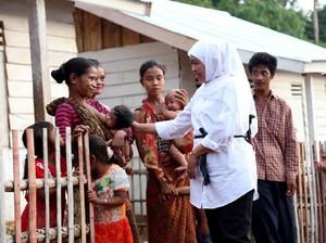 Mensos Khofifah Resmikan Rumah Suku Anak Dalam