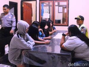 Tak Bawa KTP, Tujuh Perempuan Berpakaian Seksi Diamankan